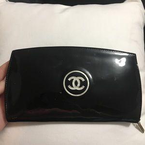 Chanel Patent CC Yen wallet